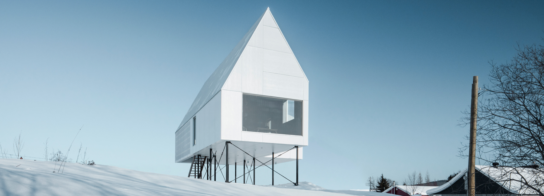The high house above snowy quebec countryside by delordinaire for Minimalist house quebec